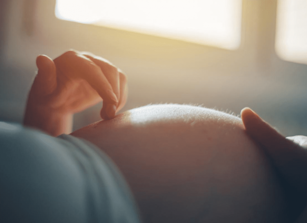 ¿Me escucha mi bebé durante el embarazo?